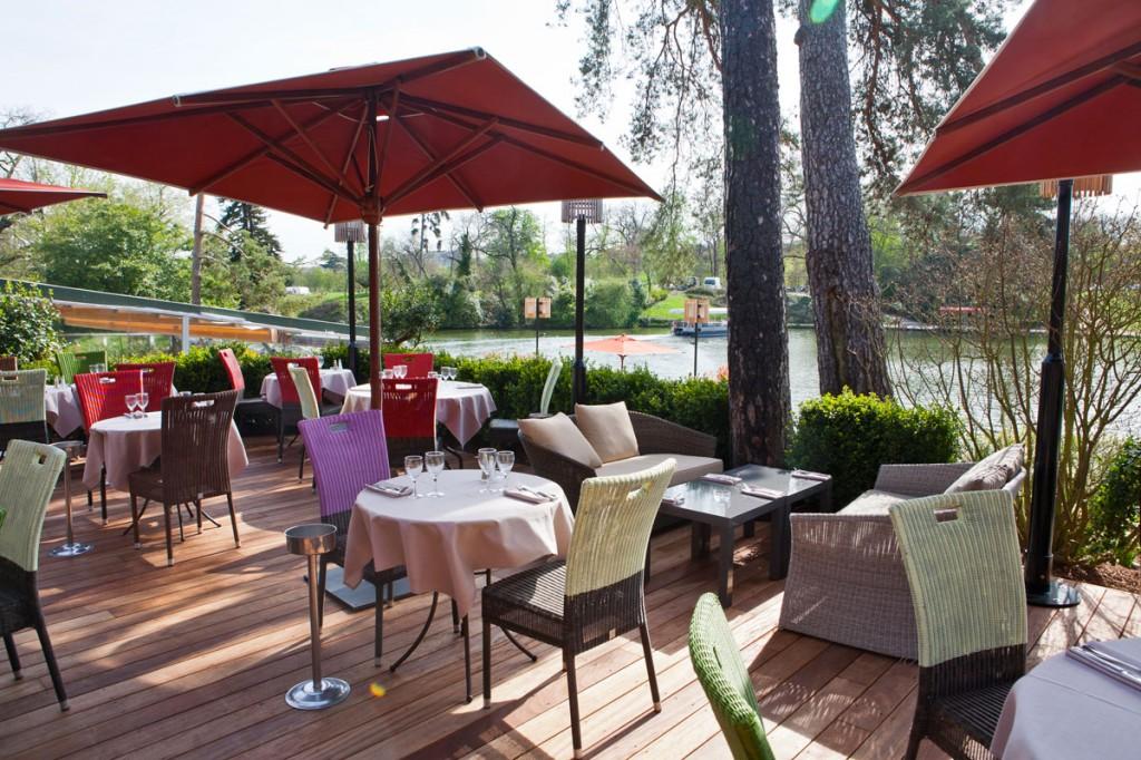 outdoor restaurant paris