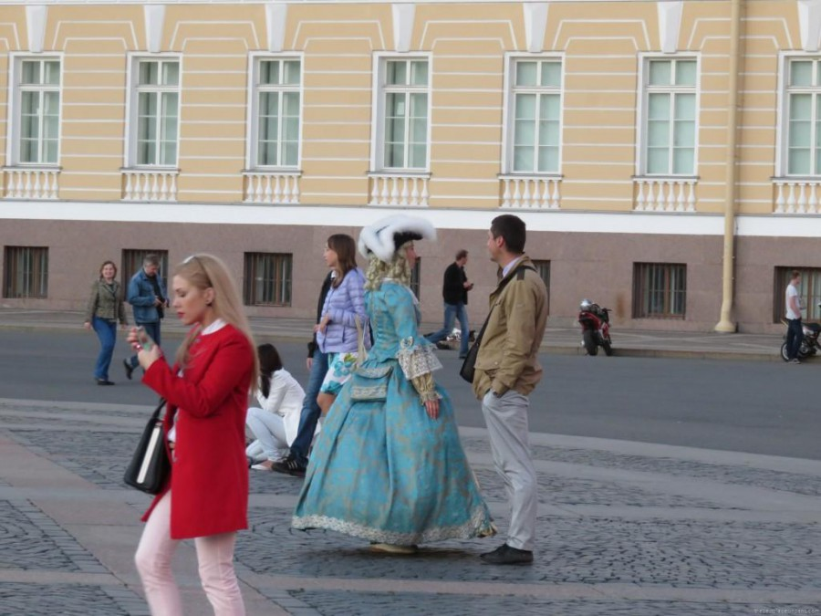 costumes place du palais st petersbourg