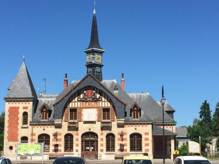 senlis train station