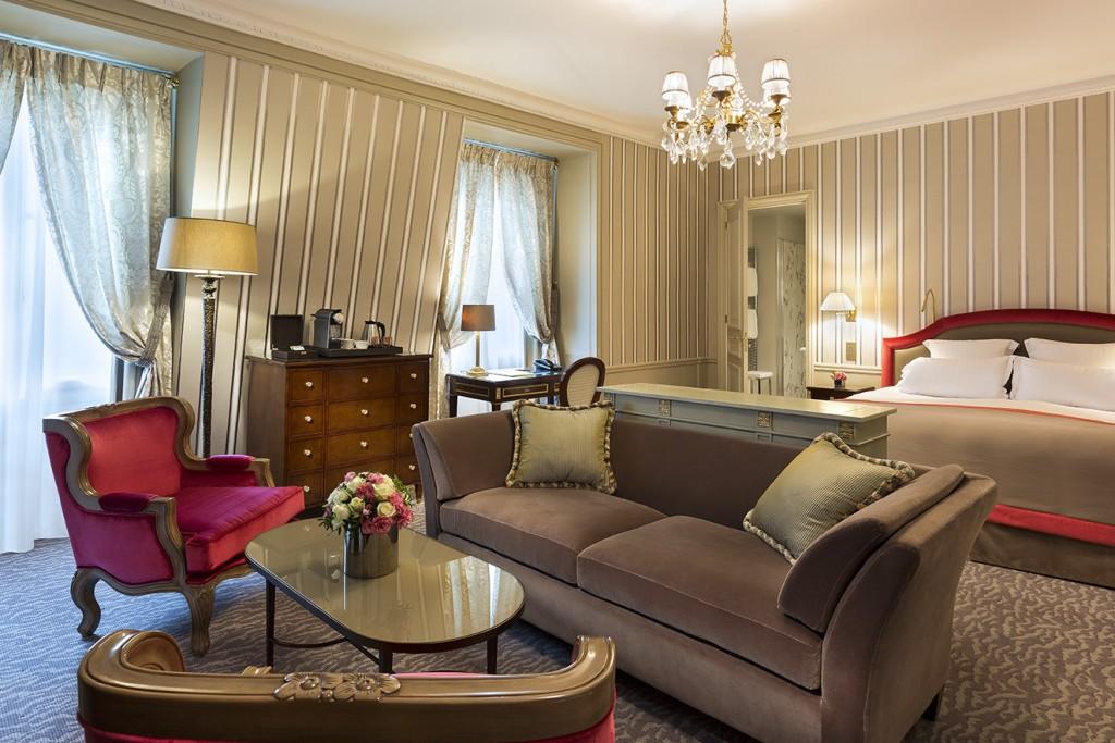 luxury hotel suite paris