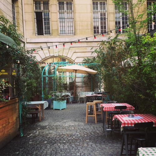 outdoor café paris